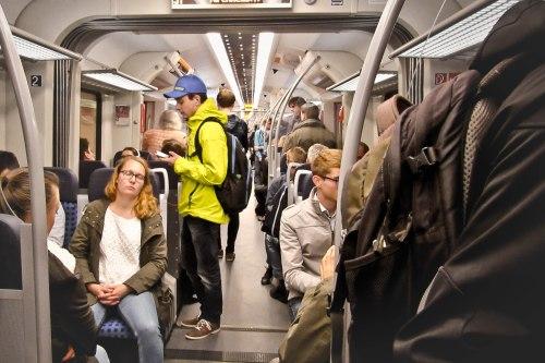 Suasana di dalam S-Bahn menuju ke Stadtmitte.